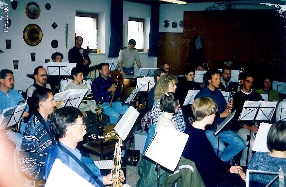 http://www.musikverein-kohlberg.de/pixlie/cache/vs_%20%20Archiv_probe_1991_2.jpg
