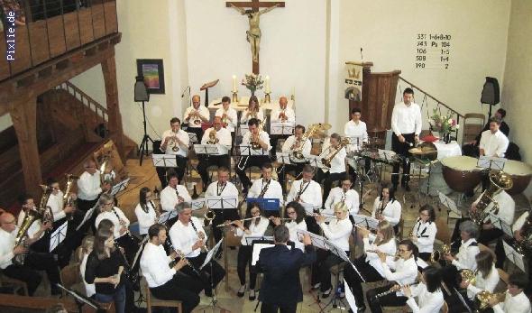 http://www.musikverein-kohlberg.de/pixlie/cache/vs_2013_04_Kirchenkonzert_MV-Kohlberg_Konzert-in-der-Kirche_2013_02_kleiner.jpg