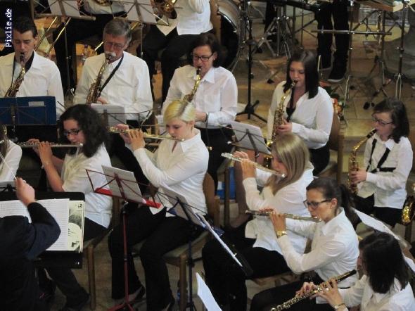 http://www.musikverein-kohlberg.de/pixlie/cache/vs_2013_04_Kirchenkonzert_MV-Kohlberg_Konzert-in-der-Kirche_2013_06_kleiner.jpg