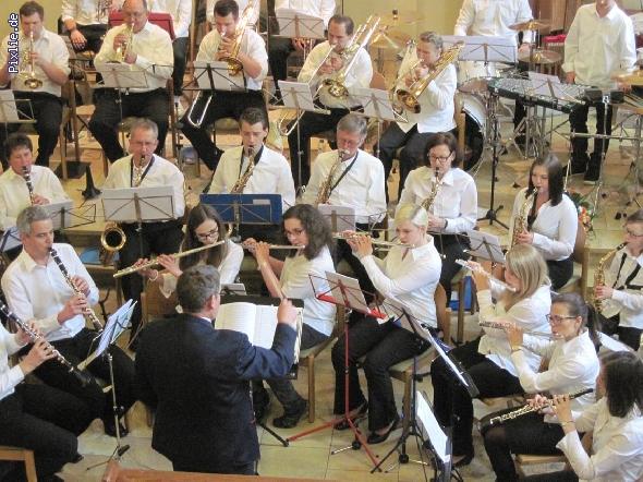 http://www.musikverein-kohlberg.de/pixlie/cache/vs_2013_04_Kirchenkonzert_MV-Kohlberg_Konzert-in-der-Kirche_2013_09_kleiner.jpg